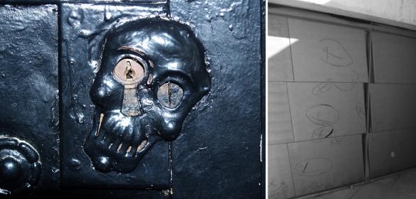 E. G. Asplund: Cerradura Capilla del Bosque. E. Miralles: panes y cruces incisos en la puerta del edificio de servicios. Fuente: Urbipedia + DC, op. cit.  p. 101