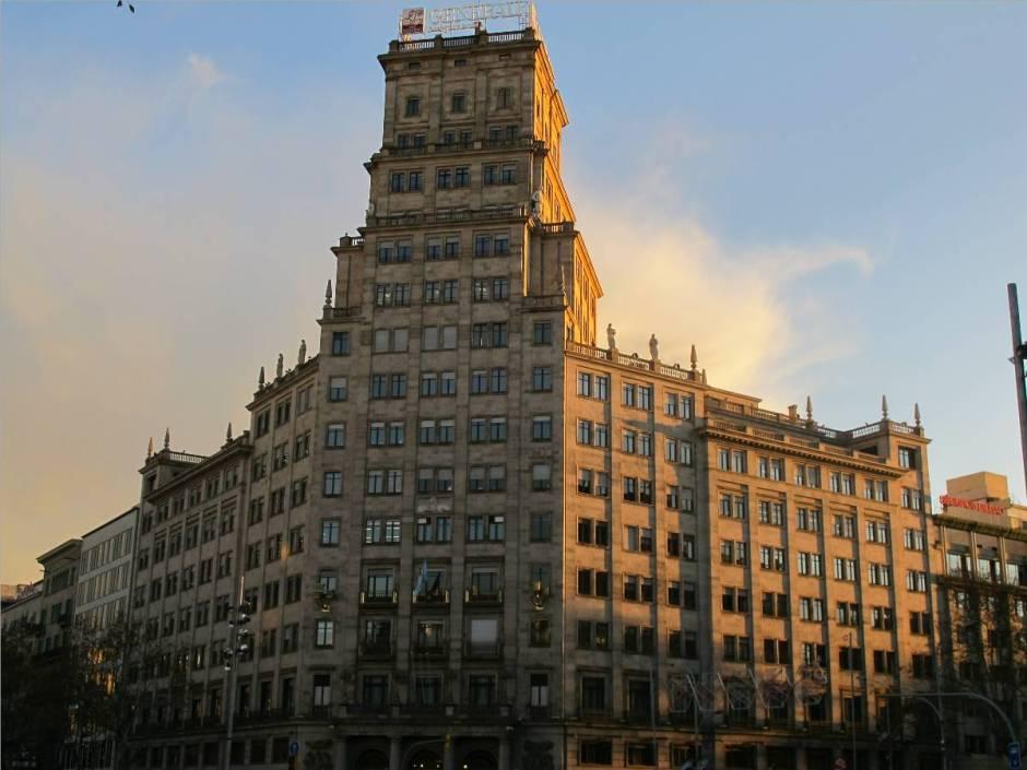Lluís Bonet Garí, Banco Vitalicio, Barcelona, 1950. Fuente: Milerenda