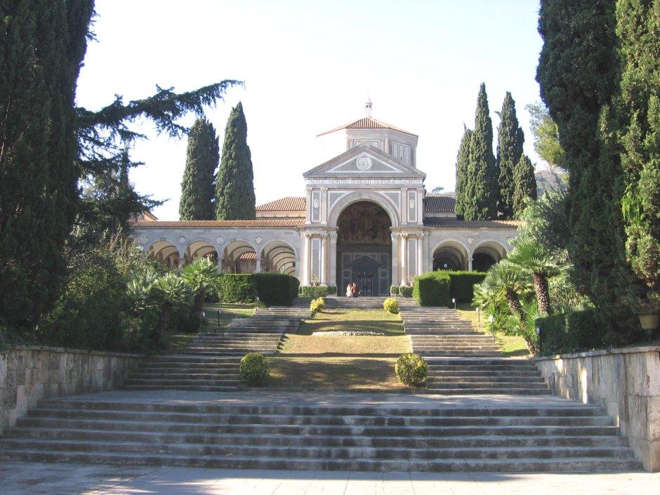 Nicolau M. Rubió i Tudurí, iglesia de Santa María Reina, 1922-36, Pedralbes, Barcelona. Fotografía: Canaan
