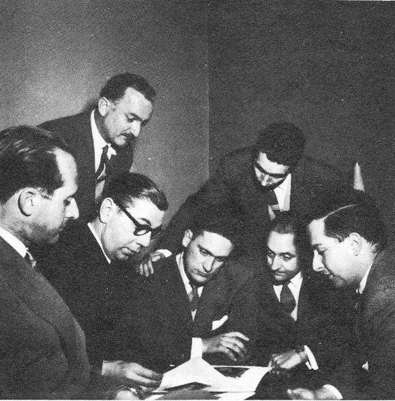 Josep M. Sostres y algunos miembros del Grup R. Fuente: Casa Moratiel